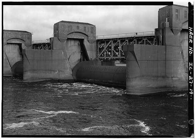 NONSUBMERSIBLE ROLLER GATE DAM _Lock 15_LOC_Corps-Engineers
