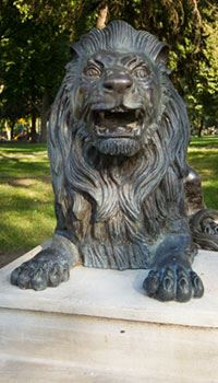 Lion statue in Longview Park